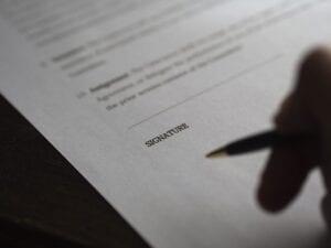 Podpisywany wniosek o restrukturyzację zadłużenia.
